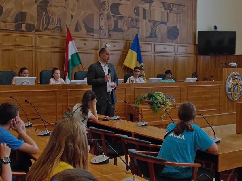Lovász István köszöntötte a bácsföldvári iskolásokat